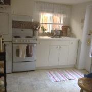 remodelled bright kitchen french door own w/d
