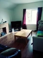 nice bright good sized livingroom