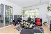 Newly Renovated 2 bedroom + den Apartment in Kitsilano